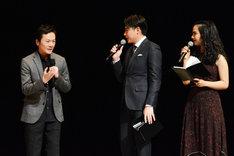 左から影山雄成氏、吉村崇(平成ノブシコブシ)、ロバータ。