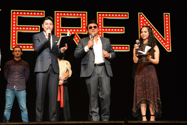 「KEREN」制作発表記者会見より。左から吉村崇(平成ノブシコブシ)、ペリー・キー、ロバータ。