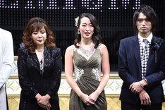 左から小川菜摘、上野なつひ、高本学。