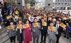 イベントに集まったファンと「めんたいぴりり~博多座版~未来永劫編」の出演者たち。