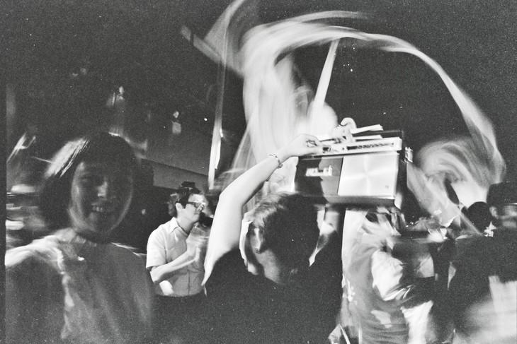 「カセット100(ホセ・マセダ作曲、1971)」ビジュアル(José Maceda, Cassettes 100, 1971, Photo by Nathaniel Gutierrez, Courtesy of UP Center for Ethnomusicology and Ringo Bunoan)