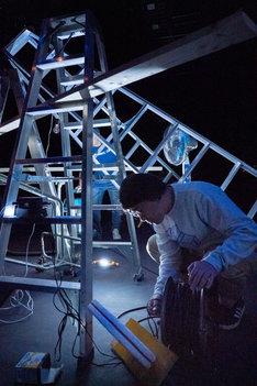 愛知県芸術劇場ミニセレ「サウンドパフォーマンス・プラットフォーム2019」より、夏の大△のパフォーマンス。(c)羽鳥直志