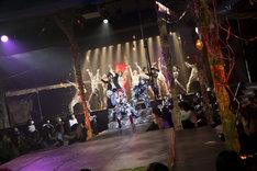 おぼんろ 第17回本公演「ビョードロ~月色の森で抱きよせて~」より。(Photo by MASA)