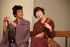 左から妻夫木聡、緒川たまき。