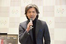 「毎度ありがとうございます!」と、朗らかに挨拶する熊川哲也。