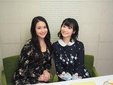 左から小南満佑子(左)、唯月ふうか(右)。