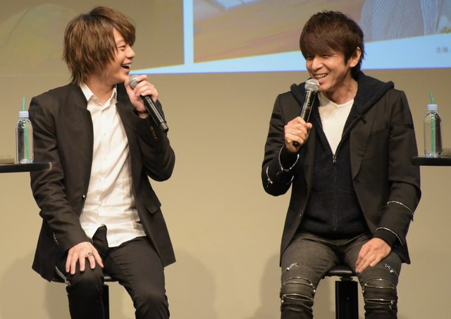 左から佐藤流司、松田誠。