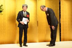 第22回光文三賞贈呈式より、平田オリザ(左)。