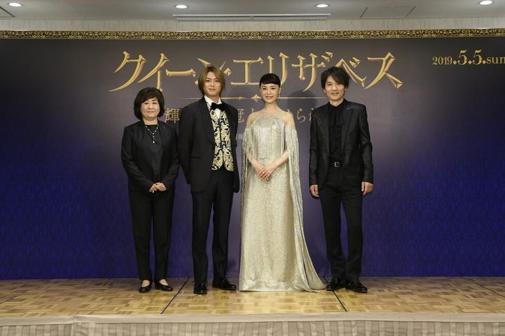 左から宮田慶子、高木雄也、大地真央、長野博。