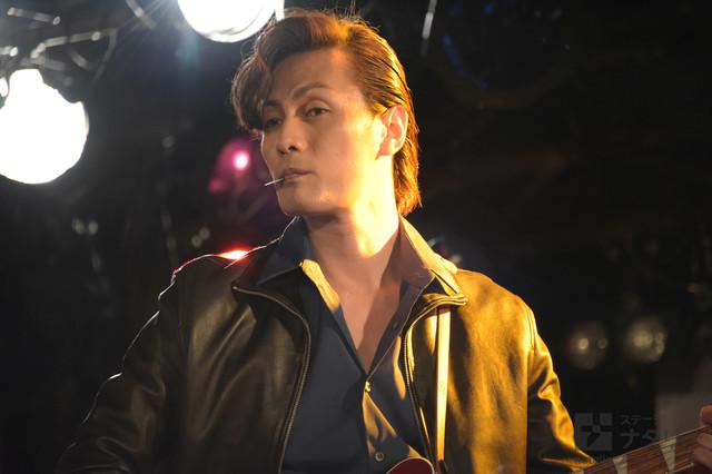 加藤和樹演じるジョン・レノン。
