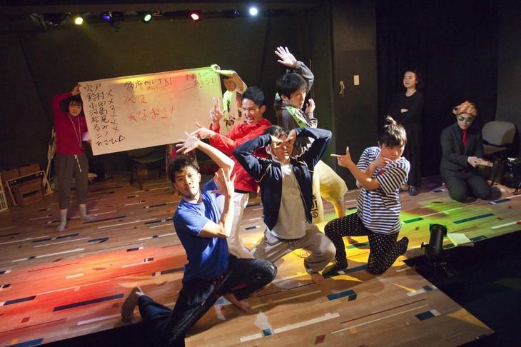 平泳ぎ本店 第6回公演「SAKURA no SONO~平泳ぎ本店 SPECIAL EDITION~」より。(撮影:北原美喜男)