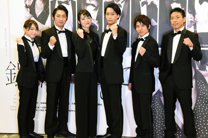 「銀幕の果てに」囲み取材より。左から木崎ゆりあ、石田明、矢島舞美、味方良介、佐久本宝、松本利夫。