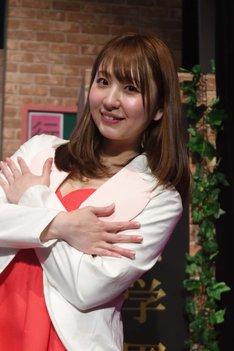 椎名香奈江扮する麻衣マチコ。