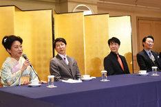 「このような場で話せるようなかわいい武勇伝はございません!(笑)」と述べる山村紅葉(左)。