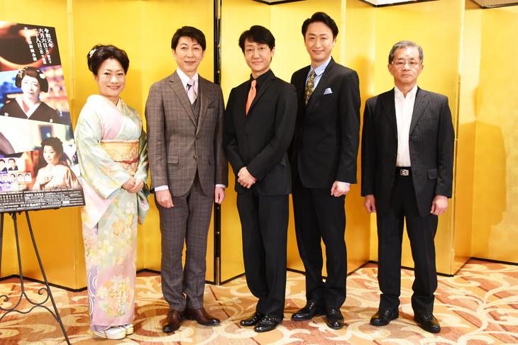 六月花形新派公演「夜の蝶」取材会より。左から山村紅葉、篠井英介、河合雪之丞、喜多村緑郎、成瀬芳一。