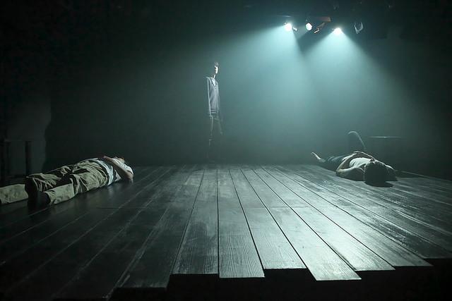 オフィスコットーネプロデュース 大竹野正典没後10年記念公演 第3弾 改訂版「埒もなく汚れなく」より。(撮影:青木司)