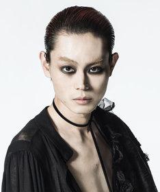 カリギュラ役の菅田将暉。