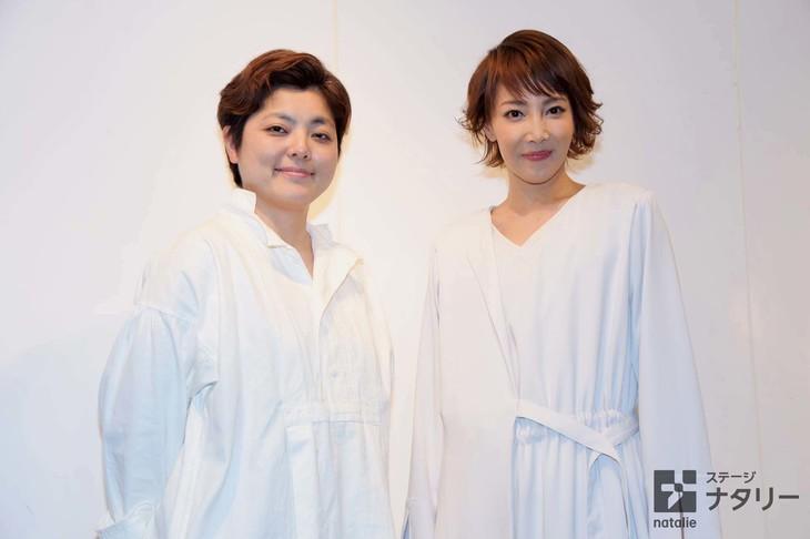 「REON YUZUKI one-man show Musical『LEMONADE』」囲み取材より、左から小林香、柚希礼音。