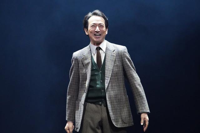 「BACKBEAT」より。ブライアン・エプスタイン役の鈴木壮麻。(撮影:田中亜紀)