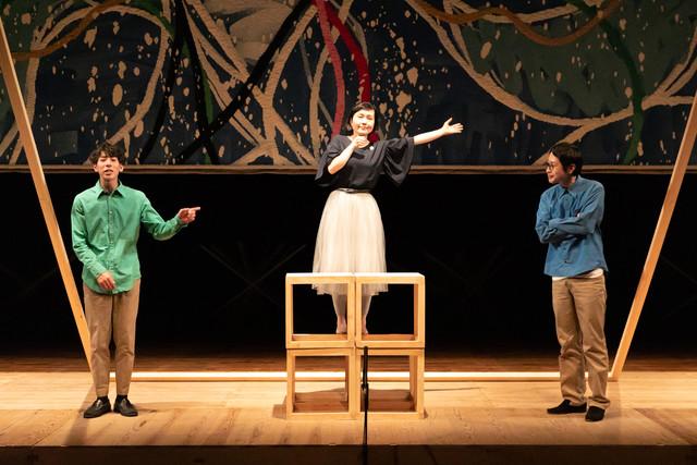 太宰治作品をモチーフにした演劇公演 第15回 日本のラジオ「カケコミウッタエ」より。(撮影:保坂萌)