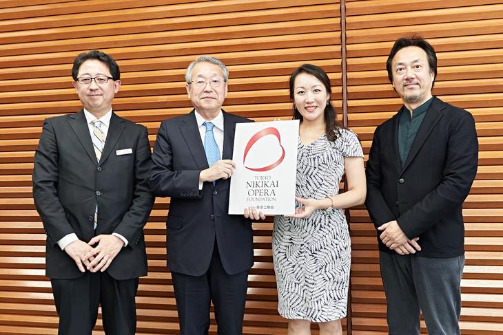 東京二期会2020/21シーズンラインアップ記者発表会の様子。左から山口毅氏、韮澤弘志氏、森谷真理、黒田博。
