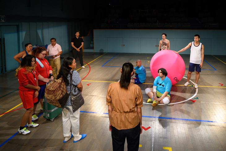 キラリふじみ×東南アジア=舞台芸術コラボレーションvol.3 日本・フィリピン共同制作「KIN-BALL キンボール」より。(撮影:松本和幸)