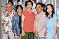 「黒白珠」囲み取材より。左から村井國夫、平間壮一、松下優也、風間杜夫、高橋惠子。