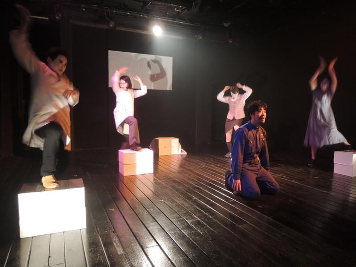 2016年にリーディング公演として上演された「工場」より。