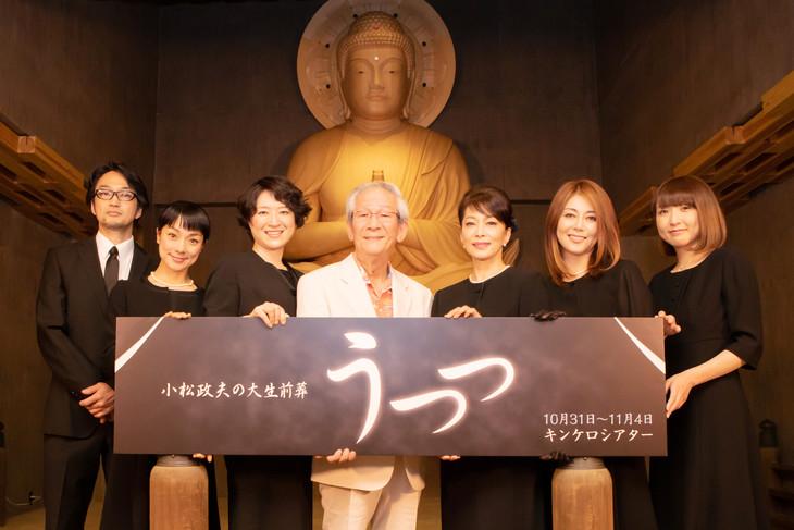 「うつつ~小松政夫の大生前葬~」制作発表会見より。左から豊永伸一郎、棚橋幸代、しゅはまはるみ、小松政夫、奈良富士子、岡元あつこ、帯金ゆかり。