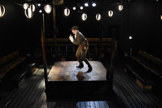 青年団国際演劇交流プロジェクト2019「ジャン×Keitaの隊長退屈男」より。(撮影:三浦雨林)