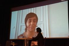 Skypeで参加したモニラ・アルカディリ。