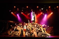 「30-DELUX ACTION PLAY MUSICAL THEATER featuring 宇宙Six『のべつまくなし』」より。(撮影:伊東和則)