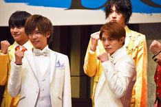 「DREAM BOYS」会見より。前段左から神宮寺勇太、岸優太。