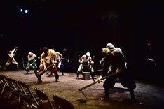 椿組2019年夏・花園神社野外劇「『芙蓉咲く路地のサーガ』 ~熊野にありし男の物語~」より。(撮影:吉乃由夏)