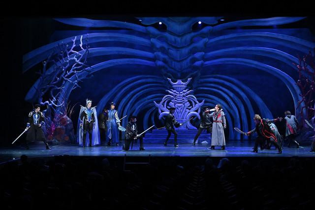 南座新開場記念「OSK SAKURA REVUE」より、第1部「歌劇 海神別荘」の様子。