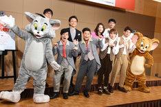 (前列左から)トム、バッファロー吾郎・竹若、ココリコ遠藤、松本幸大、松崎祐介、ジェリー。(後列左から)松任谷正隆、榛葉昌寛、増田惠子、ノゾエ征爾。