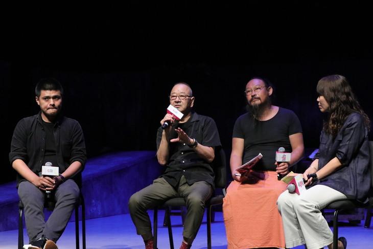 Our Theatre×流山児★事務所「嫁粧一牛車」記者会見より。作品について語る流山児祥(左から2人目)。