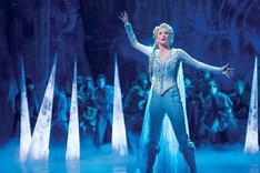 Caissie Levy as Elsa in FROZEN on Broadway. Photo by Deen van Meer(c)Disney 海外公演より。