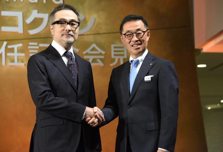 左から松尾スズキ、東急文化村の中野哲夫代表取締役社長。