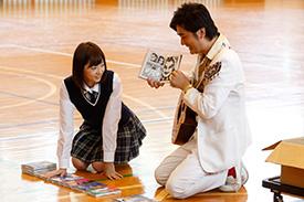 左から武田玲奈、AMEMIYA。