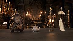 映画「美女と野獣」より、野獣が住む城の使用人たち。左から執事を務めるコグスワース、キッチンを取り仕切るポット夫人、給仕頭のルミエール、メイドのプリュメット。