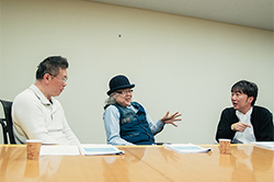 左から玉越博幸、イタバシマサヒロ、小沢一敬。