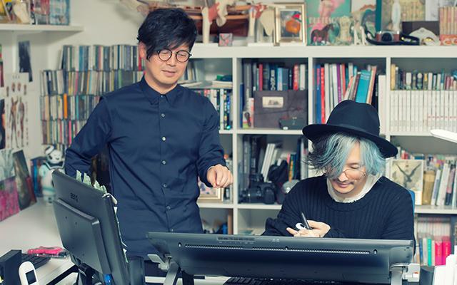 対談終了後、坂本眞一の仕事場でデジタル作画を体験する薫(DIR EN GREY)。