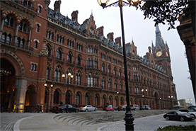 ロンドンの主要ターミナルであるセント・パンクラス駅。