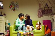 映画「ヒメアノ~ル」より、濱田岳演じる岡田と佐津川愛美演じるユカ。