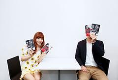 左から神田沙也加、原作者の河本ほむら。