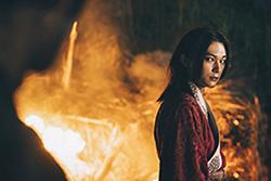 吉沢亮演じる嬴政。吉沢は信の幼なじみである漂役も演じている。