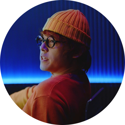 霧ヶ峰のWebムービー「あなたを見守る篇」より、内田雄馬演じる監視係のガーくん。