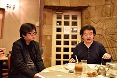 馬越嘉彦総作画監督(左)と長濱博史監督(右)。