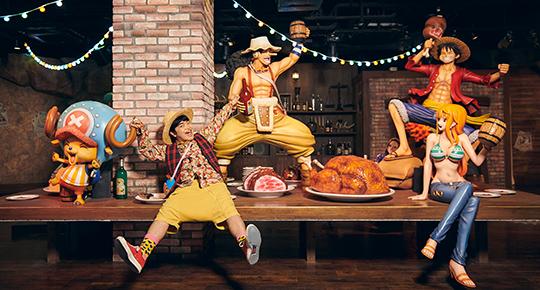 """「トンガリポート~麦わらの一味の宴~」で""""麦わらの一味""""と記念撮影。"""